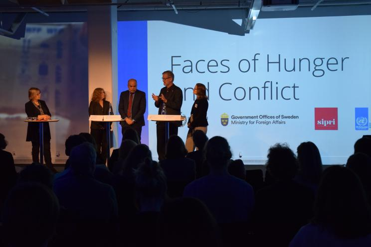 SIPRI Director Dan Smith speaking during the panel debate 'Faces of hunger and conflict'