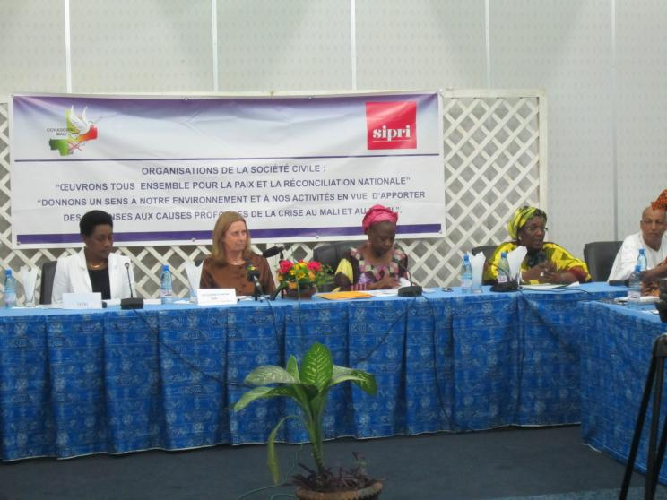 27 November 2013, Bamako, Mali: (SIPRI–CONASCIPAL) The project was launched with a seminar with Malian civil society organizations.
